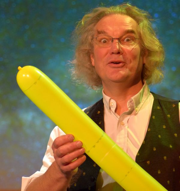 Primary school science show, Ian B Dunne and a rocket balloon
